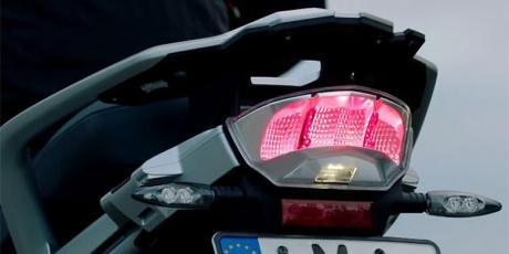 Lampu-pintar-BMW-berkedip