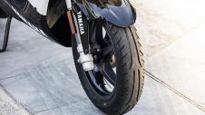 2016-Yamaha-Aerox-R-EU-Absolute-White-Detail-021